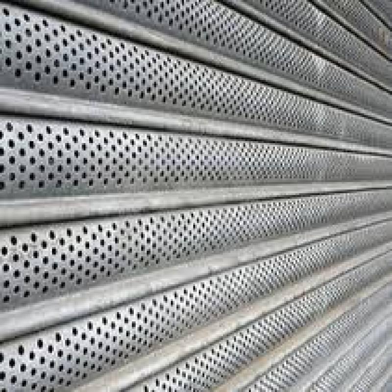 Rideau métallique à lames micro perforées