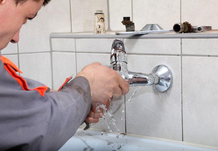 Quelques conseils pour réparer une fuite d'eau !