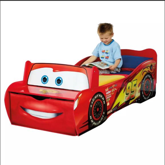 Un lit voiture, une nouvelle tendance pour égayer la chambre de votre enfant