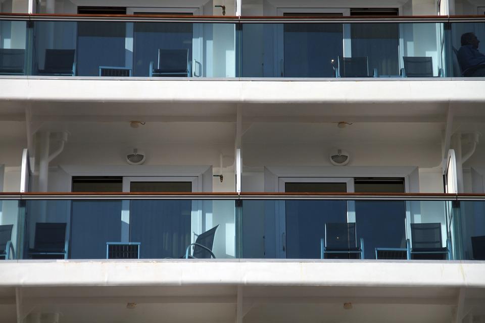 Pourquoi choisir le garde-corps en verre pour une terrasse en hauteur?