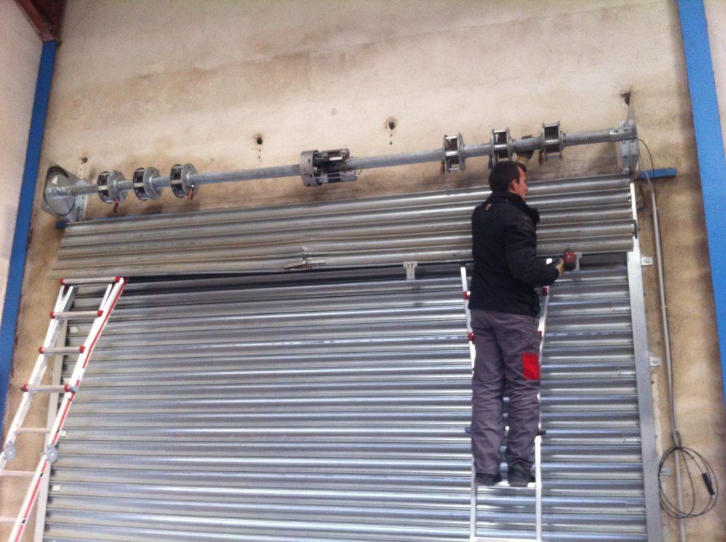 Comment démonter un rideau métallique