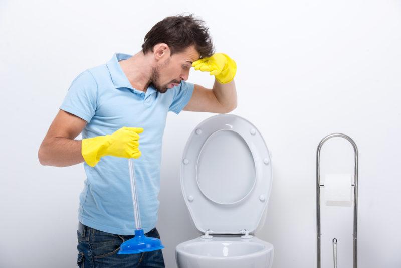 Les causes les plus courantes des blocages des toilettes